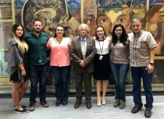 El Dr. Joaquín Carrillo Farga, rodeado de PPuDM y la Dra Alejandra Camacho, en el INNN de CDMX, 25 de julio de 2019