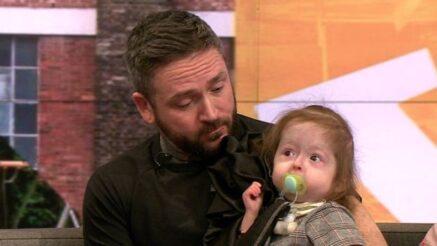 Los padres de Isla no saben qué le depara el futuro debido a la poca información existente sobre la condición que sufre la pequeña.
