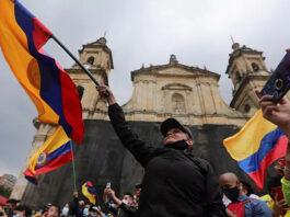 El pueblo colombiano sufre agresiones, represeión y violencia al protestar en las calles (mayo 2021)